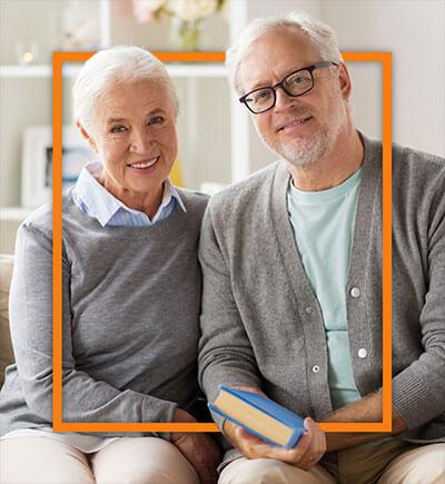 lächelndes älteres Ehepaar