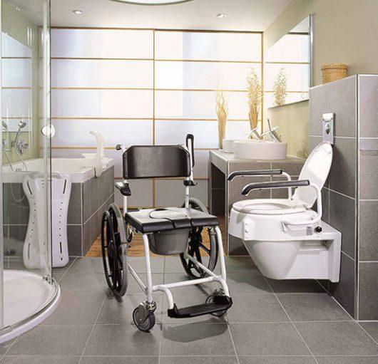 Rollstuhl im Bad
